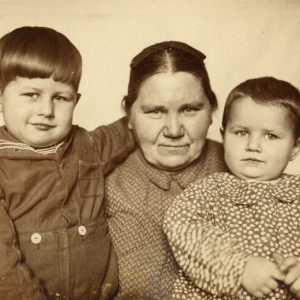 Flos grand grand grandmother Maria Taalfeldt with her grandson and granddaughter