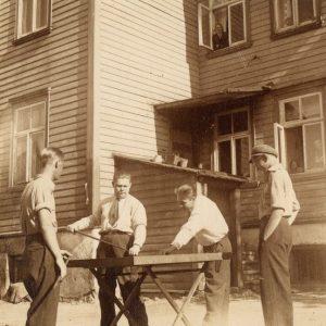 tenants playing korona